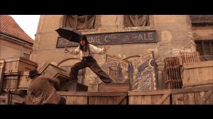 Photo Jackie Chan combattant avec un parapluie